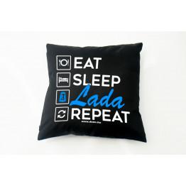 PÁRNA EAT SLEEP LADA, fekete-kék